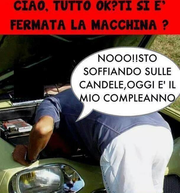 Barzellette Net Foto Uomo Che Sistema La Macchina E Un Passante
