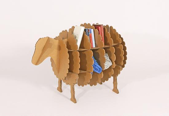 Barzellette.net Foto: Libreria di cartone a forma di pecora...