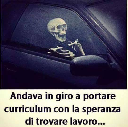 Barzellettenet Foto Scheletro In Auto Che Aspetta Di Trovare Un