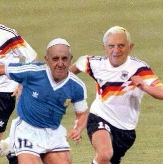 Connu Barzellette.net Foto: Due Papi vestiti da giocatori di calcio BQ44
