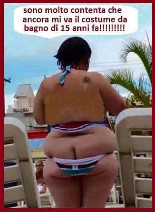 Barzellette.net Foto: Donna con costume da bagno troppo piccolo...