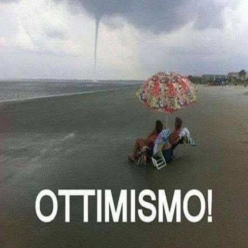 Barzellettenet Foto Coppia Sulla Sdraia Al Mare Con Pioggia E Vento