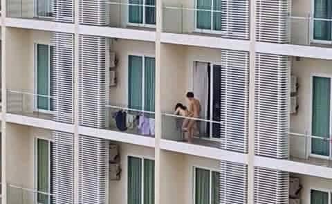 Barzellette.net Foto: Coppia che fa sesso sul terrazzo...
