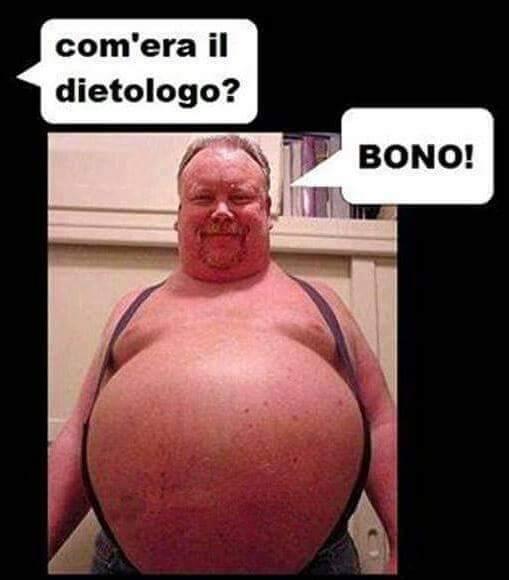 Foto Divertente: Uomo con il pancione dopo aver mangiato il dietologo