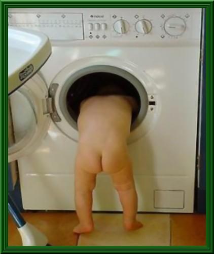 brand new bbe53 8757e Barzellette.net Foto: Bambino che cerca i vestiti dentro la ...