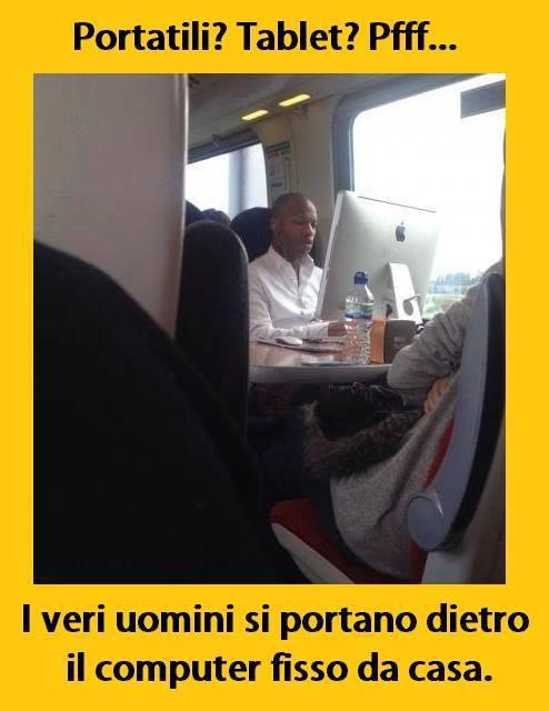 Foto in treno con il pc fisso for Immagini divertenti desktop