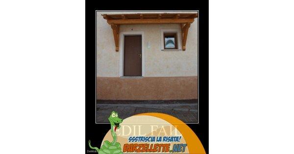 Foto casa con porta costruita troppo in for Casa costruita