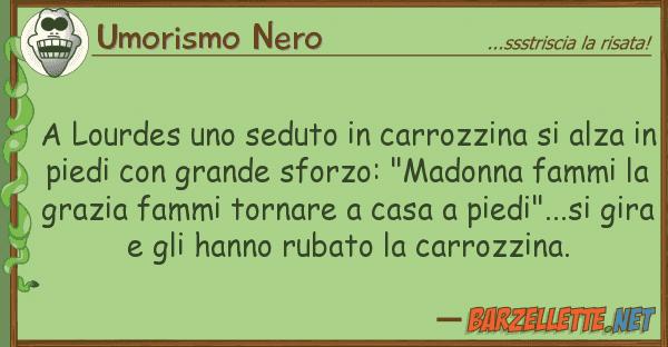 Umorismo Nero lourdes seduto carrozzina